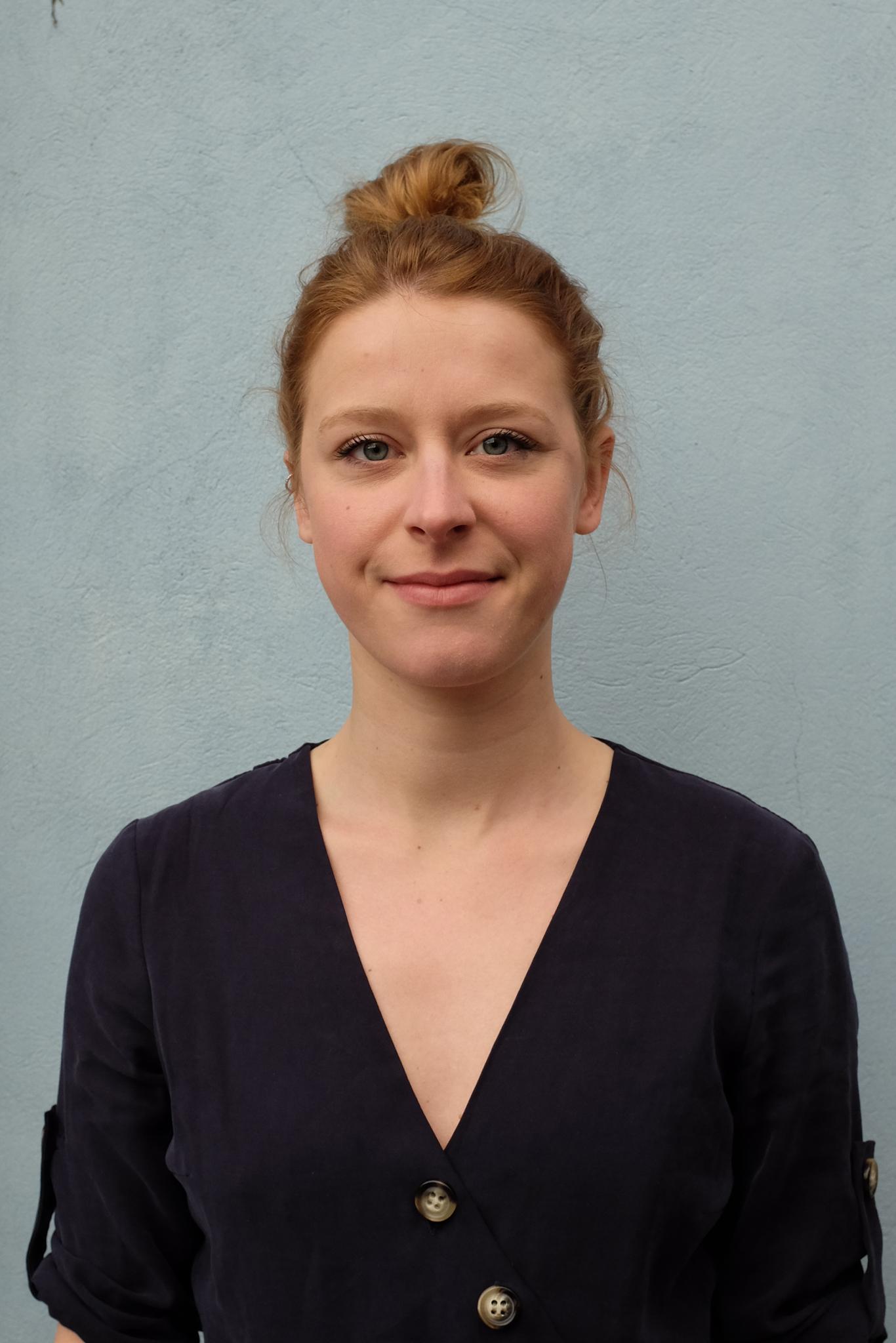 Portrait de Mathilde Corbet, co-fondatrice de Maison·g, Lyon, France, spécialisée dans la conception de projets artistiques et en communication par l'art.