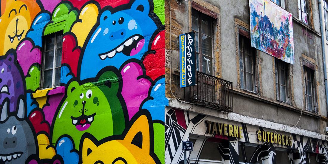 Taverne Gutenberg, résidence artistique éphémère (2015-2018) par Maison·g, agence conseil artistique Lyon. Photo par Yohann Valentin, artistes : Birdy Kids, Chufy, Henri Lamy