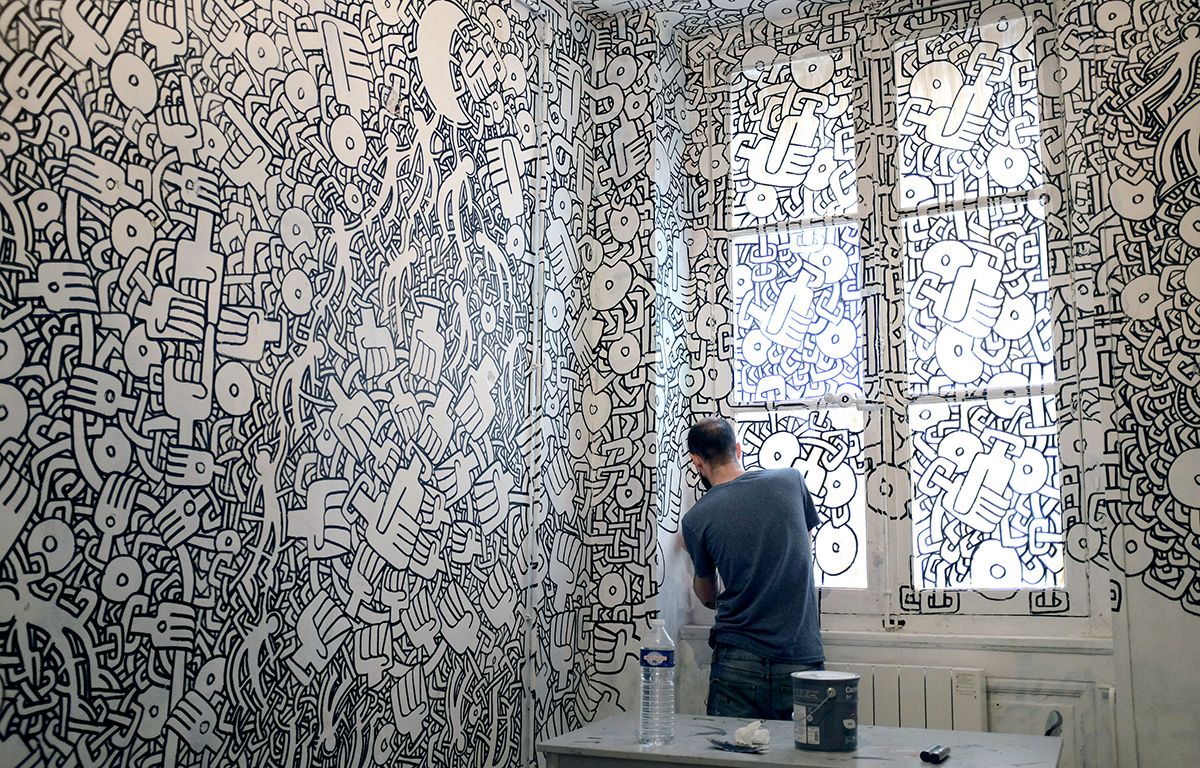 Taverne Gutenberg, résidence artistique éphémère (2015-2018) par Maison·g, agence conseil artistique Lyon. Photo par Maïa d'Aboville, artiste : Théo Haggai